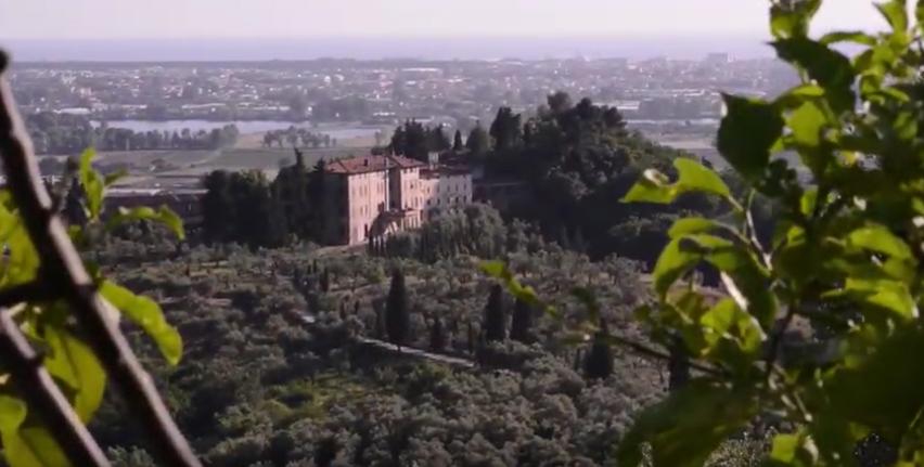 Panorama di villa Cenami su la piana di Massarosa